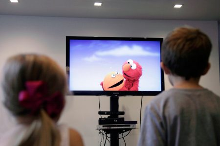 In the Age of Smart Devices, Young Children Spending More Time in Front of Screens – TV Screens