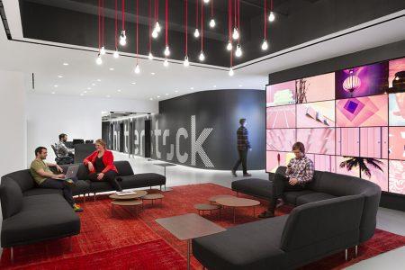 Shutterstock and AP Renew Multiyear Distribution Deal