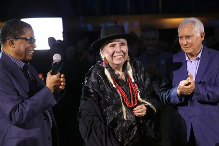 Joni Mitchell Receives the Les Paul Innovation Award